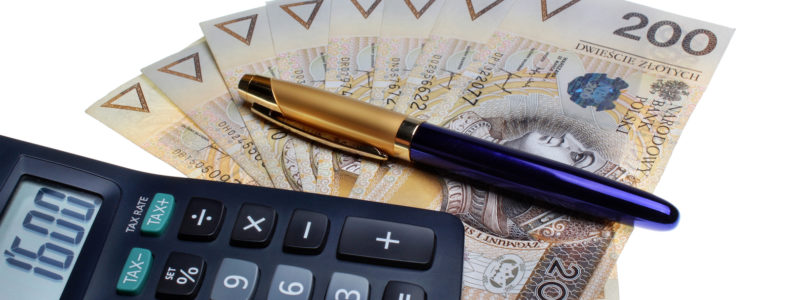 Polish money salary calculator and a pen
